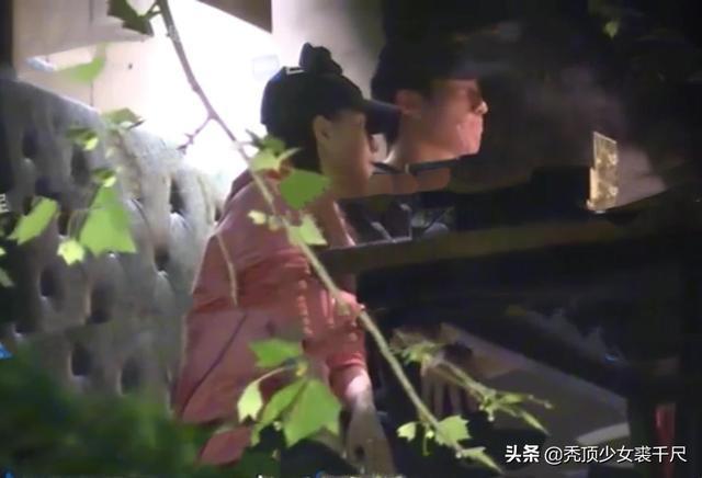 窦骁何超莲恋情怎么回事?二人电梯内拥吻被拍甜蜜幸福