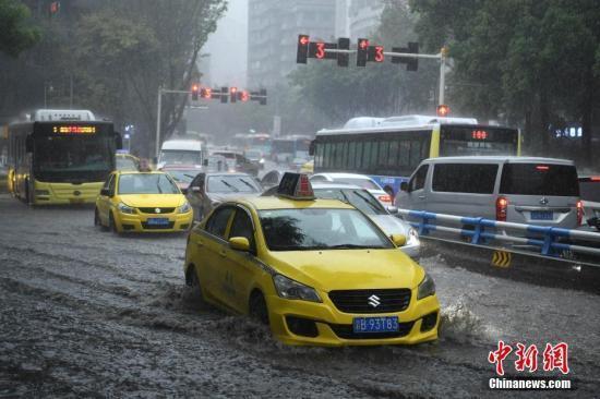 气象台发布暴雨蓝色预警 江南华南将有较强降雨