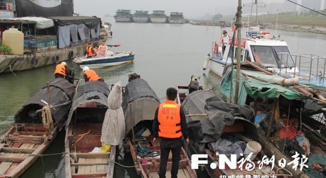 福州开展电鱼船舶整治行动 加强闽江禁渔执法