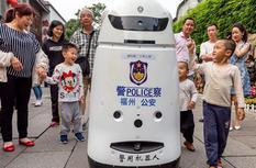 C位出道!福州首台警用机器人今天正式上岗