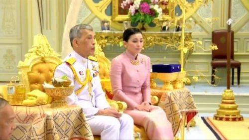 泰國國王四婚怎么回事?王后為護衛隊副司令官兩人相差25歲