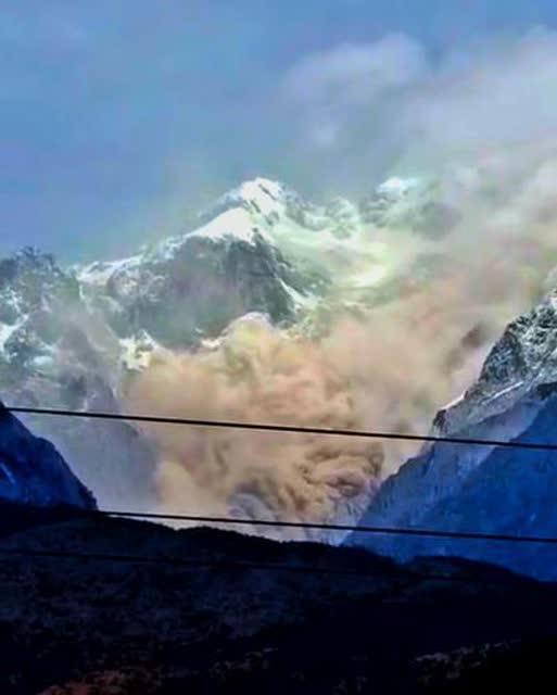 云南玉龙雪山疑似山体崩塌 震撼视频画面曝光