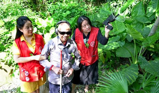 福州:陪視障者感受鳥語花香