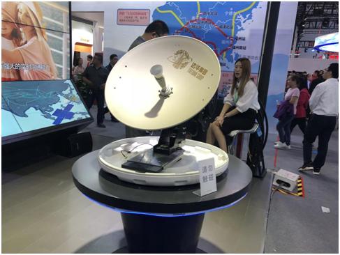 达华展位展示的船载卫星通讯设备
