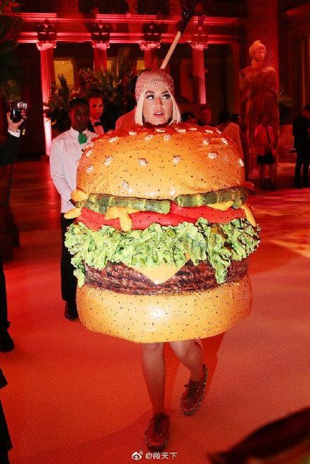 水果姐已經變成漢堡了什么梗?水果姐met gala造型太奇葩!