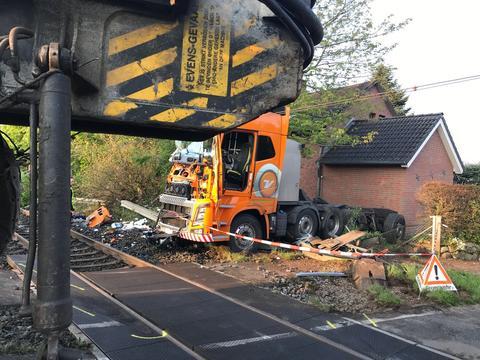 德国火车撞卡车新闻介绍?德国火车撞卡车原因始末经过