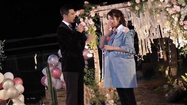 姜潮求婚麦迪娜现场图片 女方孕照首曝光肉脸圆润可爱