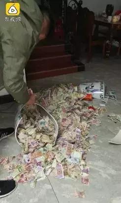 花瓶里十年藏5千私房钱事件始末 男子私房钱藏花瓶里怎么被发现的?