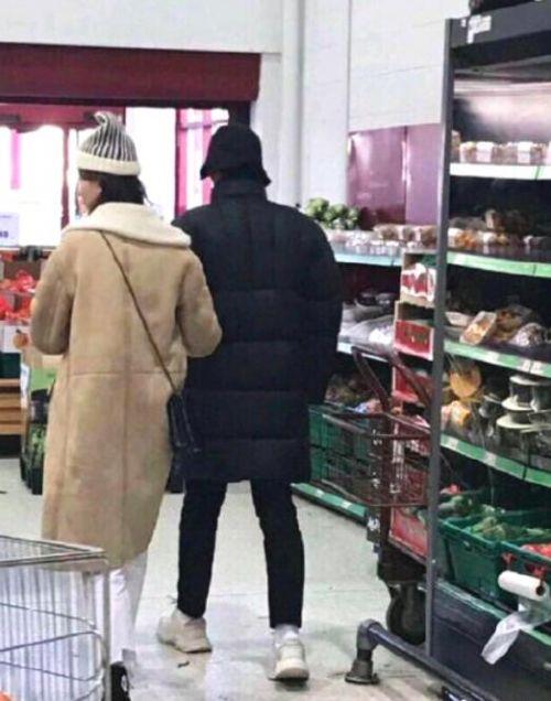 杨洋乔欣真的在谈恋爱吗?杨洋乔欣疑被偶遇挽手逛超市照片曝光