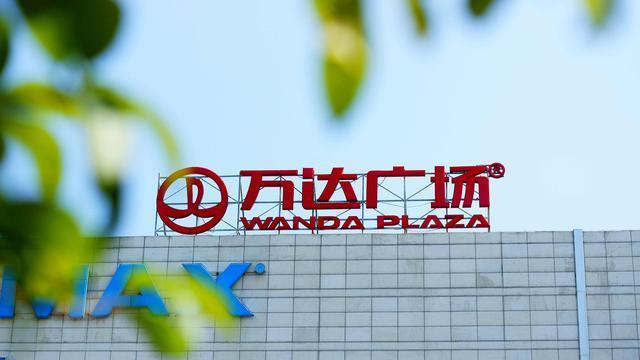 马化腾王健林一起逛街怎么回事 逛智慧广场还与皮卡丘合影
