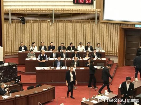 韓國瑜痛批綠營雙重標準:自己人唱衰自己人