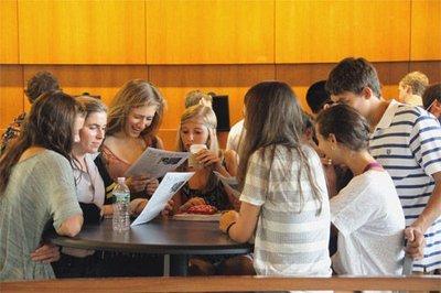 美国小学招生季来临 大部分美家庭选择公立学校