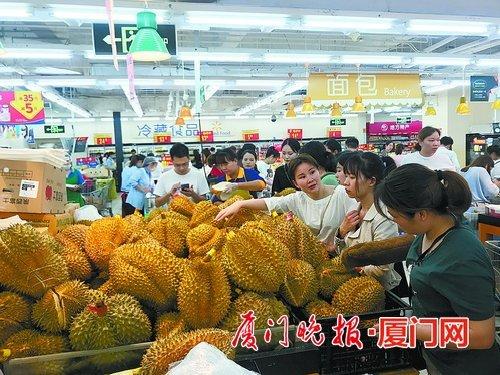 """水果中的""""人氣王""""是哪一款?榴蓮在廈越來越受歡迎"""