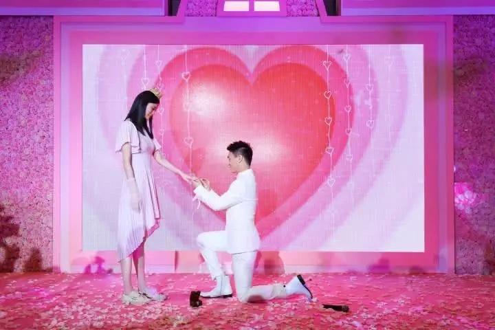奚梦瑶疑似怀孕,猷君浪漫求婚成功,多个细节被质疑是有孕在身