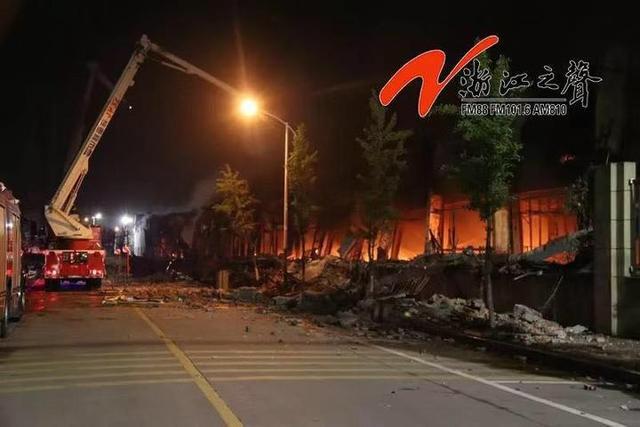 突发!昨夜知名温企意尔康仓库火光冲天,8万双皮鞋被烧!