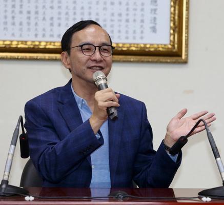 蔡办批经济负分 朱立伦:蔡当局又用假新闻呼拢民众