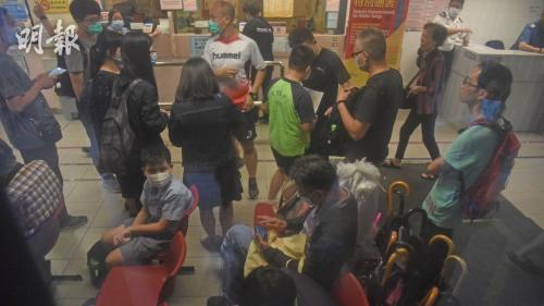 疑吃肉干致食物中毒 香港一小學10名學生送院醫治