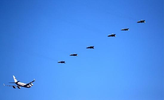六架戰機護航普京什么情況 普京前往國家試飛中心觀看最新成果