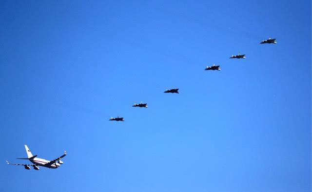 六架戰機護航普京怎么回事 六架戰機護航普京圖片曝光這是去哪