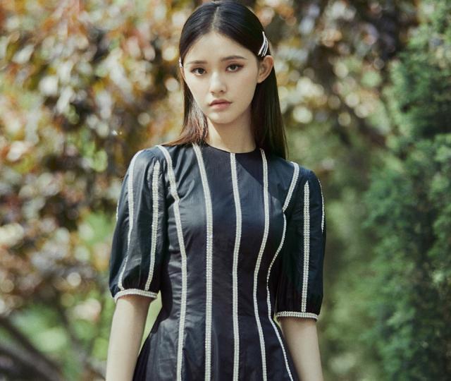 娛樂圈新好姐妹典范,楊紫摟著林允怕她摔倒,林允發文感謝