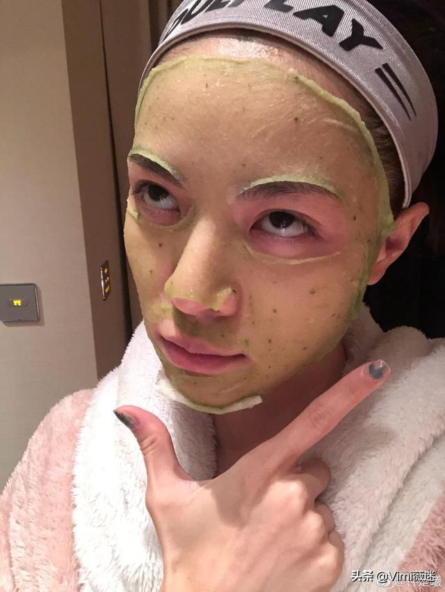 钟楚曦关晓彤合影照曝光被吐槽 身材碾压就算了肤色还比她白