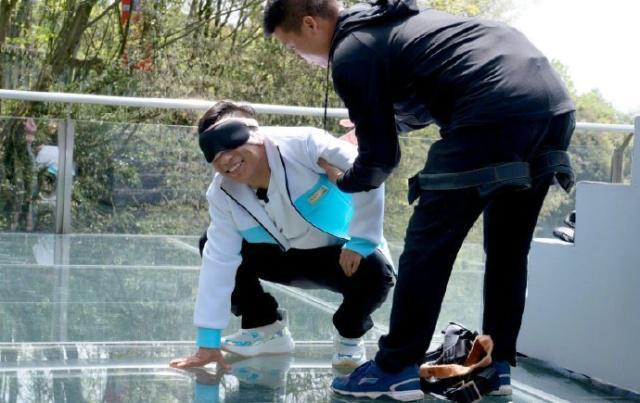 张艺兴黄磊缺席极限挑战,迪丽热巴骗极挑团说要退出,没下一季?