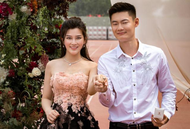 撒花!百米飞人张培萌520鸟巢向女友漠寒求婚 6月9日将在北京大婚