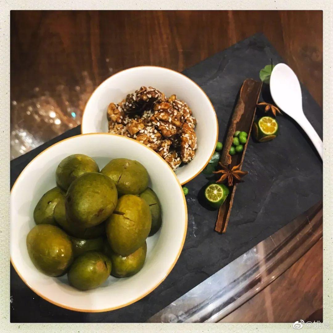 福州神菜青橄欖沾醬油 北京人吃一口 感覺快要哭了