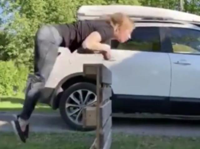 挪威女子四肢奔跑像马一样 四肢着地奔跑还能跨越障碍物