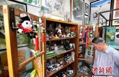 """?#23433;?#26681;""""收藏?#20381;?#26234;启和他的熊猫文化艺术馆"""