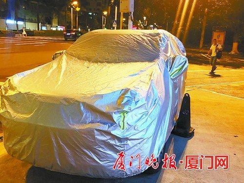 走访厦门多个路段发现罩车衣的车辆不少 可能被扣12分