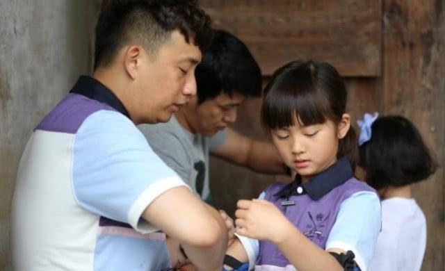 黄多多染发遭质疑 13岁就染发打耳洞黄磊和孙莉的教育方式引争议