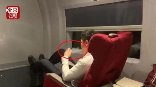 乘务员高铁上吸电子烟照片曝光 乘务员高铁上吸电子烟最新消息