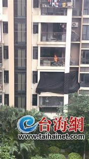 厦门湖里区东晖广场一电动车起火引燃民宅