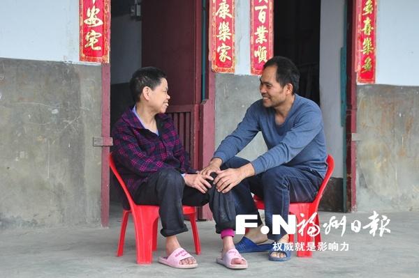 陈世旺:十多年照顾瘫痪母亲 用孝心为撑起爱的天空