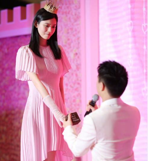 奚梦瑶首谈求婚怎么回事?何猷君为什么要高调求婚奚梦瑶原因揭秘