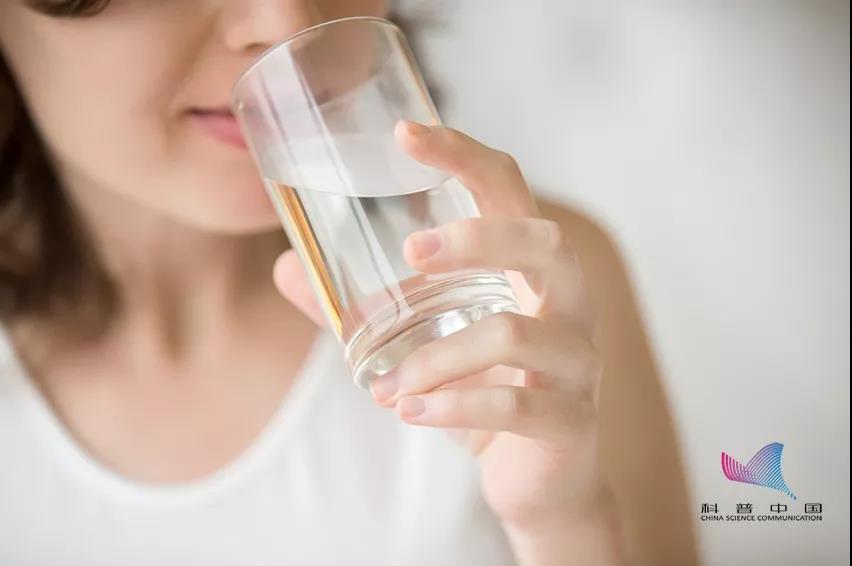 喝4升水可能中毒什么情况 喝水中毒有什么依据