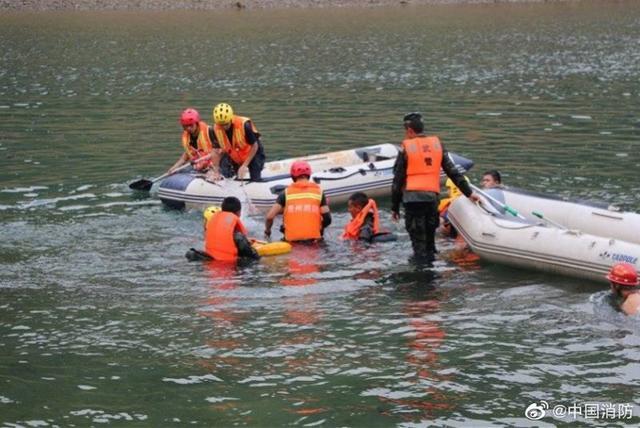 贵州贞丰船只侧翻仍有3人失联!16人获救,事发河流水深30米