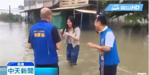 韩国瑜二女儿韩青陪老爸勘灾涉水影片曝光 蔡英文又惨了