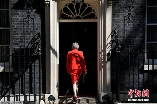 特雷莎·梅遗憾离场 英保守党领导权大战将启幕