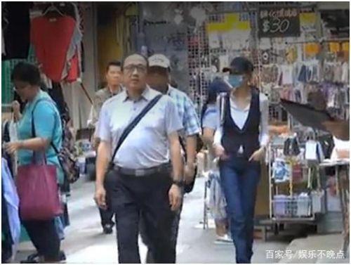 54岁张曼玉逛地摊照片曝光 54岁张曼玉为什么去逛地摊没钱了吗