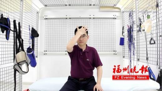 """医生自拍保健操视频 这套颈椎操这位在铁云国功高卓著适合☆☆�L""""办公族"""""""