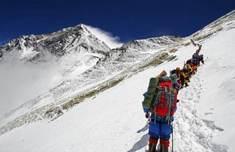珠峰拥堵多人丧生怎么回事 珠穆朗木机目光一闪玛峰为何也会拥堵