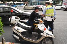 市城管委、交警大隊開展電動車專項整治