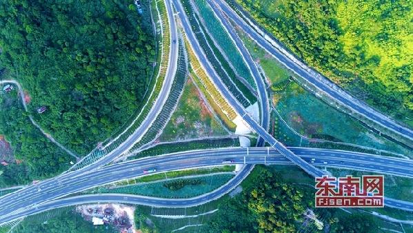 """高速施工引入""""黑科技"""" 开启绿色施工新时代"""
