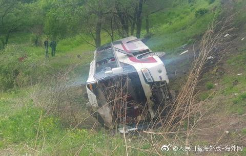 俄罗斯大巴事故怎么回事 旅游大巴翻车致中国公民2死19伤