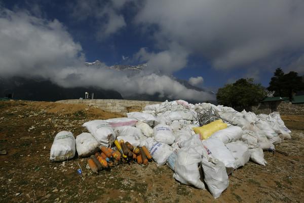 尼泊尔拒绝限制怎么回事 珠峰大拥堵该如何解决