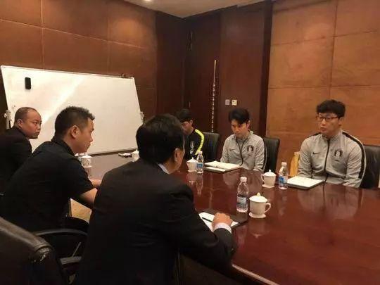 熊猫杯收回韩奖杯怎么回事 韩国队在奖杯前做出不雅动作