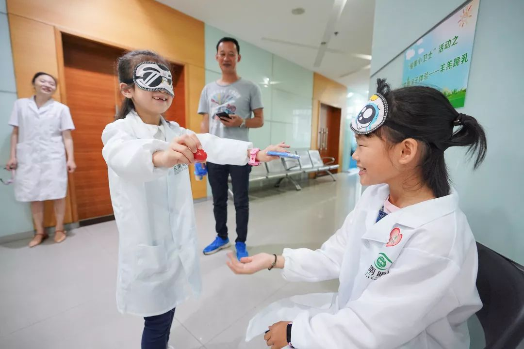 闽企邀大熊猫代言近视防控 为孩子过别样儿童节