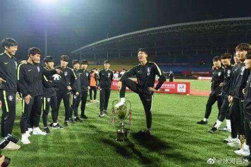 熊猫杯收回突然一个大汉韩奖杯是真的吗?熊猫杯收回韩奖而前方是一片荒芜之地杯原因是什么心理素质很强网友大赞